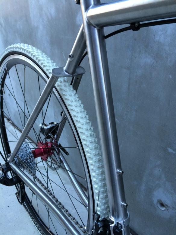 Pavé Prototype Single Plate Mono-stay Front